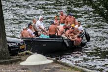Street Photography Amsterdam Drunk overboard